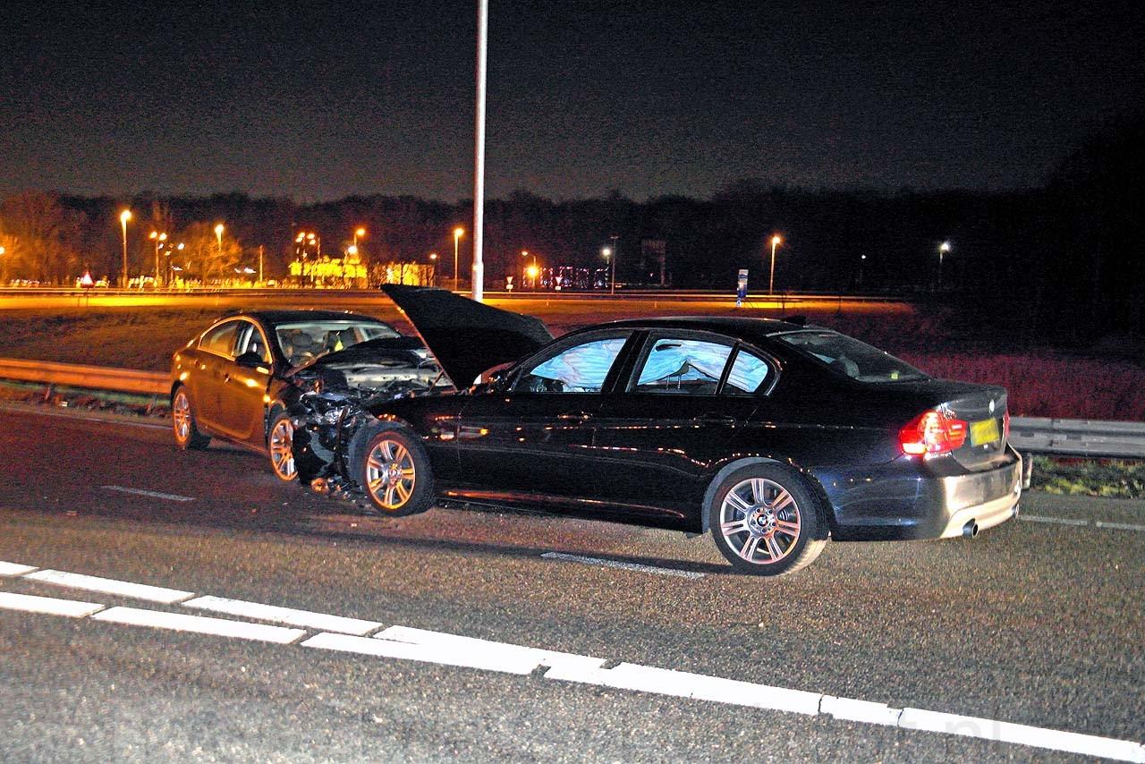 Badhoevedorp: Spookrijder in gestolen wagen veroorzaakt aanrijding A9