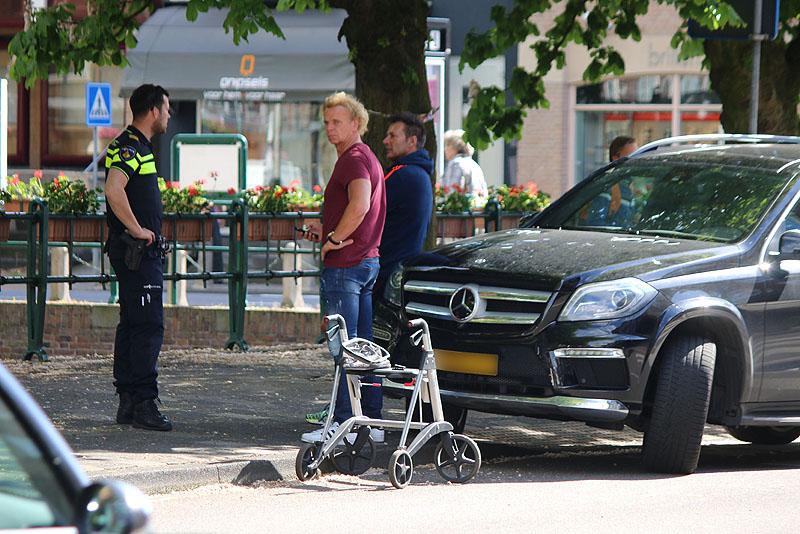 Aalsmeer: Gerard Joling rijdt 91-jarige vrouw met rollator aan